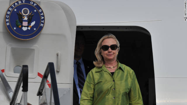 Clinton stops in Afghanistan during marathon trip