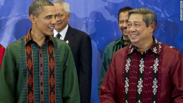 U.S. President Barack Obama and Indonesian President Susilo Bambang Yudhoyono in traditional Indonesian clothes.