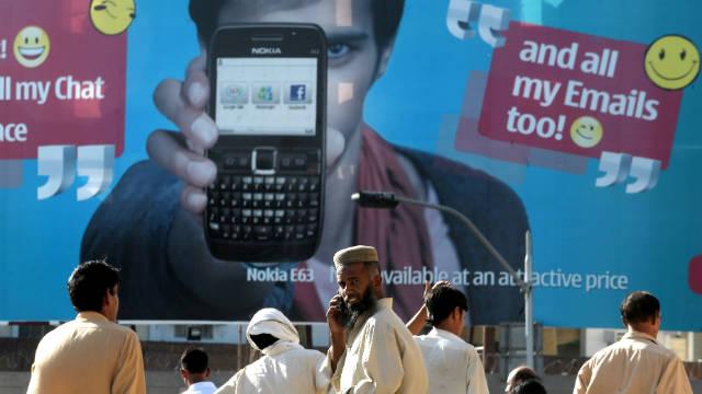"""Pakistán prohíbe las palabras """"obscenas"""" en los mensajes de texto"""