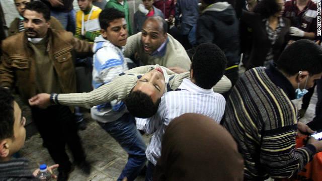 Al menos 20 muertos y 1.700 heridos por enfrentamientos en Egipto