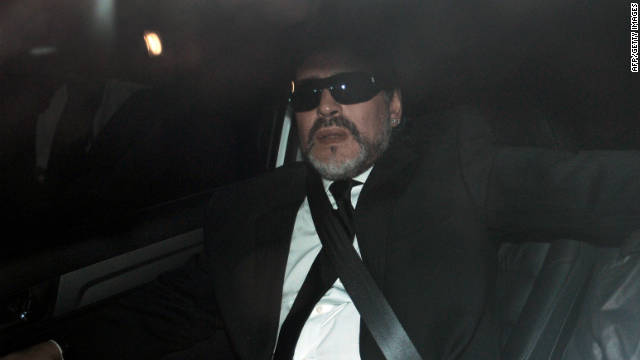Diego Maradona despide a su madre en Argentina