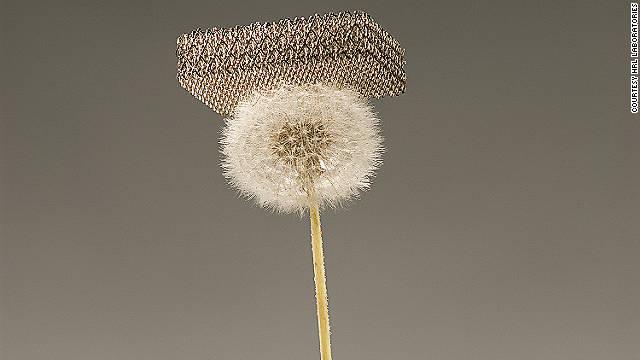El material más ligero del mundo es mil veces más fino que un cabello