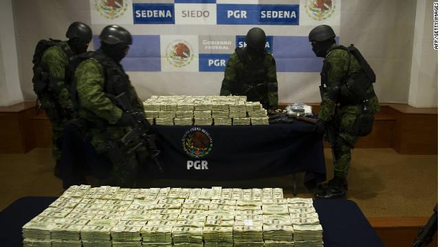 """El ejército mexicano decomisa 15 millones de dólares, drogas y armas al """"Chapo"""" Guzmán"""