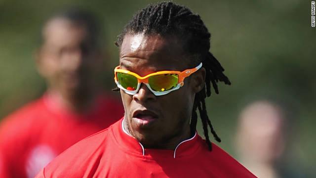 """""""No se lucha lo suficiente contra el racismo en el fútbol"""", dice Edgar Davids"""