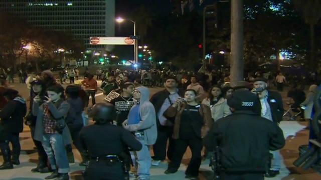 """Los """"indignados"""" de Los Ángeles desafían el plazo para desocupar el City Hall"""
