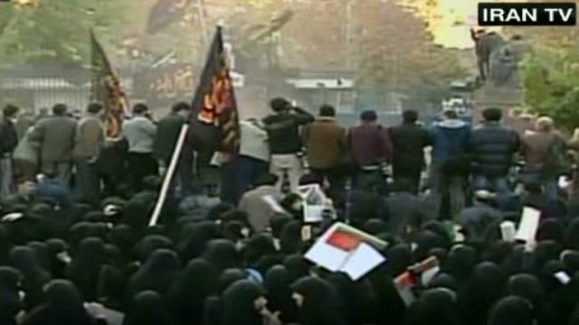 Un grupo de estudiantes iraníes asalta la embajada de Gran Bretaña en Teherán