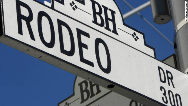 Rodeo Drive in Los Angeles is the ideal place to window-shop; the nearby Anderson Court is not only good for shopping but also a shining example of modernist architecture. 