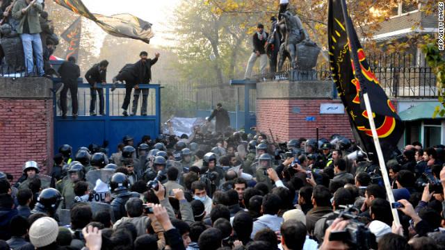Gran Bretaña cierra su embajada en Irán tras incursión de manifestantes