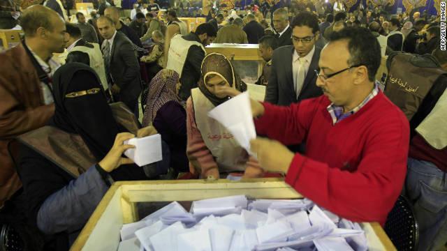 Los votantes en Egipto acudieron por segundo día consecutivo a las urnas
