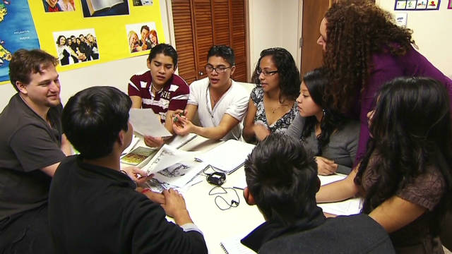 Indocumentados asisten a la universidad en secreto