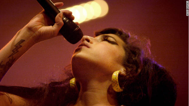 Amy Winehouse es número uno en ventas con su álbum póstumo