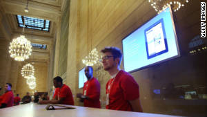 New York City\'s newest Apple Store maintains Grand Central\'s historic architectural design, with an Apple twist.