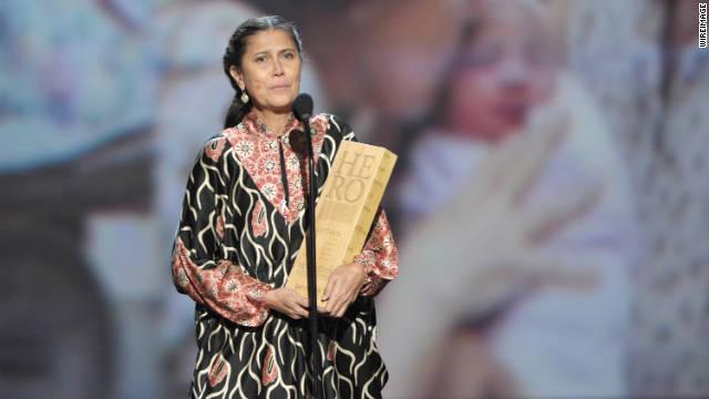 La «Madre Robin» es la Héroe de 2011 CNN por su ayuda a Indonesia