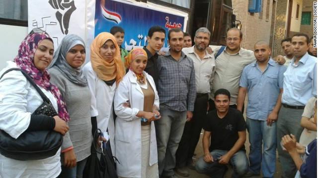 Tahrir Doctors Society members take their medical caravan to the city of Beny Suif.