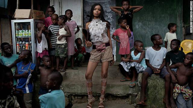 El «glamour» y la moda llegan a los guetos de Nigeria para inspirar a la mujer