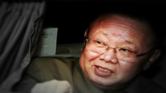 El líder norcoreano Kim Jong Il murió de un infarto durante un viaje en tren