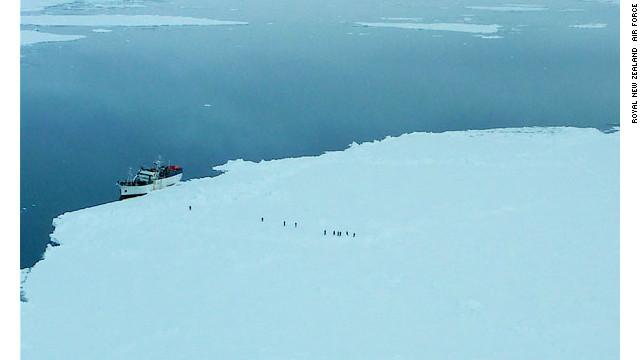 Un barco de investigación, al rescate de pesquero atrapado en la Antártida