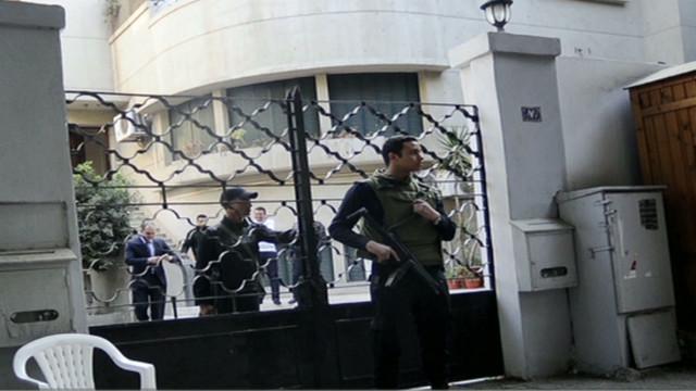 La policía realiza redadas a oficinas de activistas en Egipto