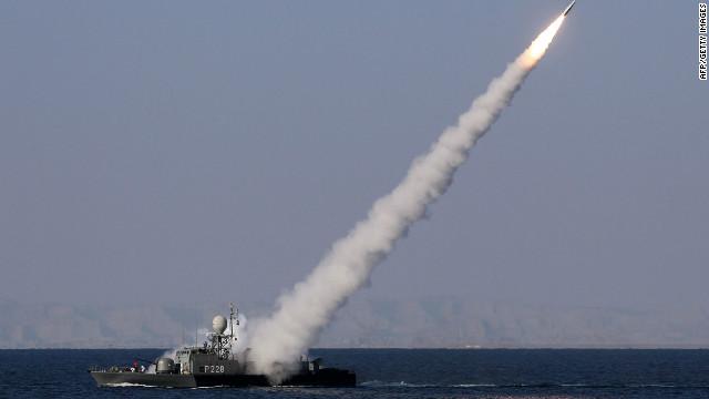 Irán prueba misiles en el Estrecho de Ormuz