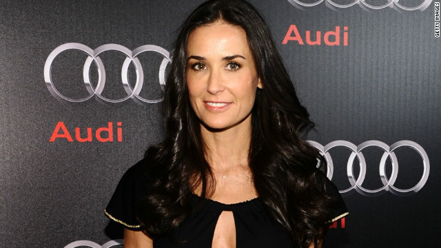 Demi Moore back to tweeting as @MrsKutcher