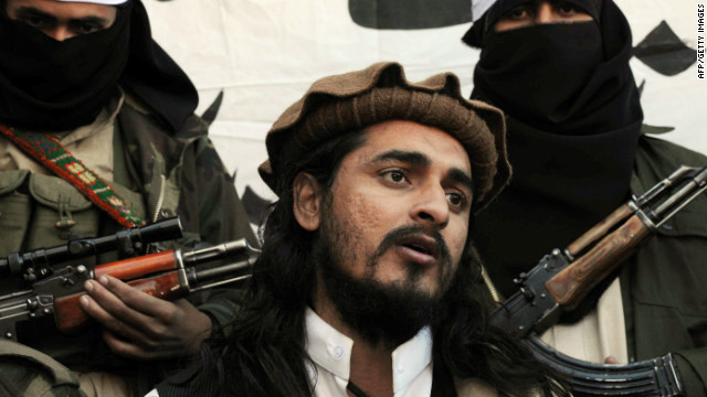 Pakistani Taliban commander Hakimullah Mehsud speaks to a group of media representatives in November 2008.