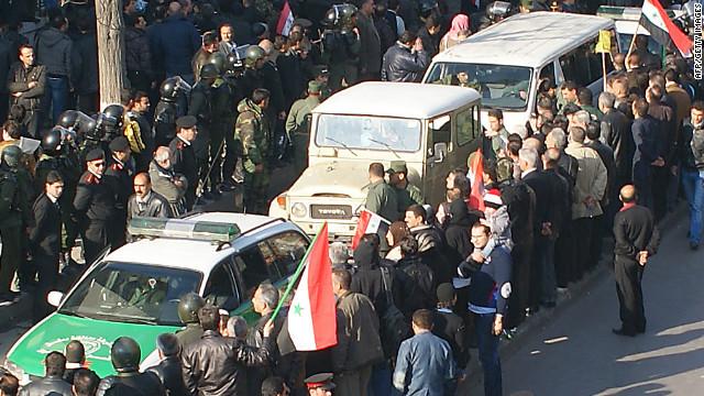 Familias sirias despiden a sus muertos en medio de un ambiente de tensión