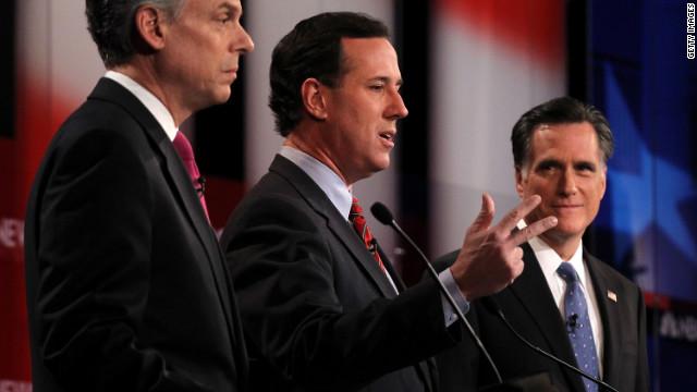 Mitt Romney recibe ataques en el debate previo a las primarias de Nueva Hampshire