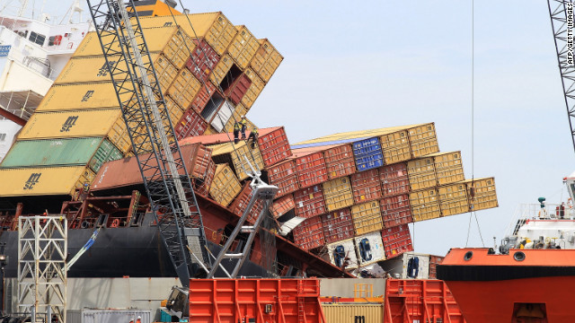 Workers remove shipping containers from the Rena on November 17, 2011.