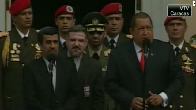 Hugo Chávez recibe a Ahmadinejad y dice que EE.UU. «es una amenaza para el mundo»
