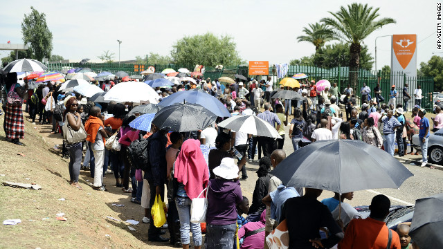 South Africa: One dead in stampede for university places