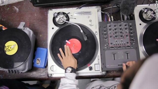 Al ritmo de 'hip-hop' los jóvenes de Los Ángeles se alejan de los problemas