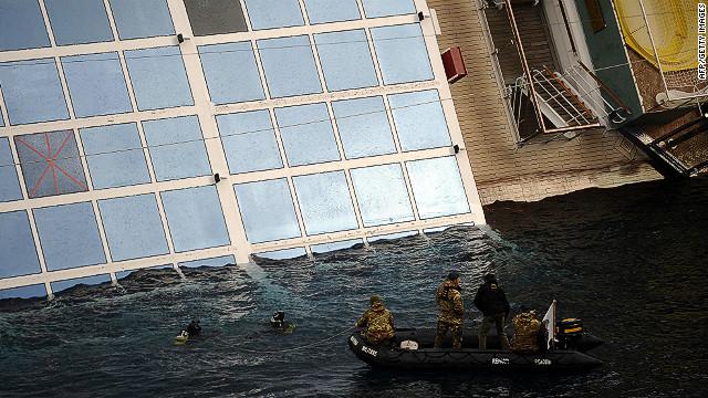 Familia mexicana dejó el crucero 11 horas antes de que se hundiera en Italia