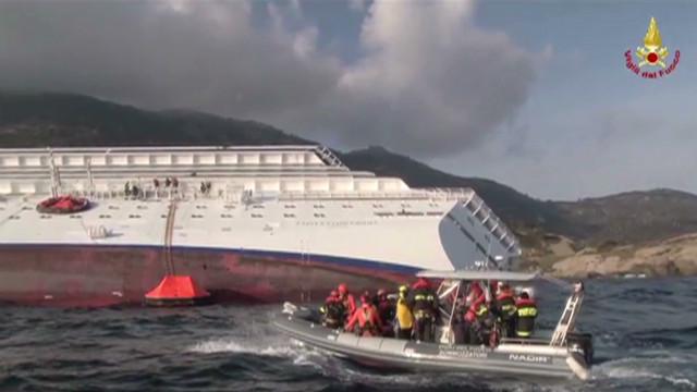 Los sobrevivientes del Costa Concordia relatan cómo evacuaron el crucero