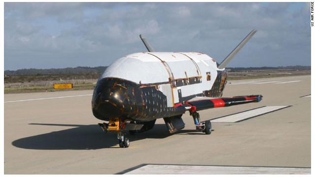Espionaje espacial: naves encubiertas que vigilan a otras naves