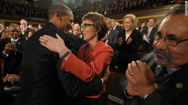 Giffords gets ovation, presidents embrace on eve of resignation