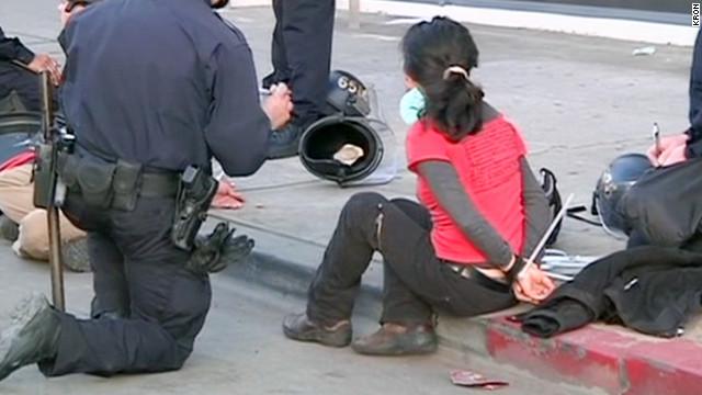 Decenas de arrestados tras enfrentamiento de manifestantes de Occupy con la policía