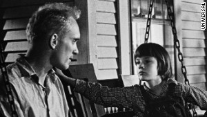 the resemblance between tom robinson and boo radley in to kill a mockingbird To kill a mockingbird by harper lee  arthur radley (boo) tom robinson mayella ewell  and as they faced each other i could see little resemblance between them.