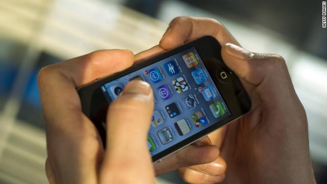 Tres de cada 10 estadounidenses rehúsan ir al baño sin su celular
