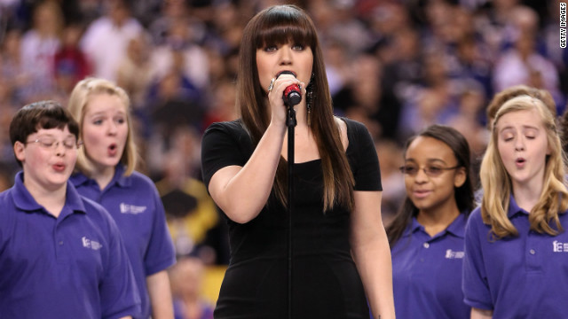 Kelly Clarkson hits the right note with national anthem