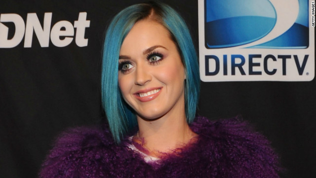 Katy Perry dedicates Super Bowl song to Tebow