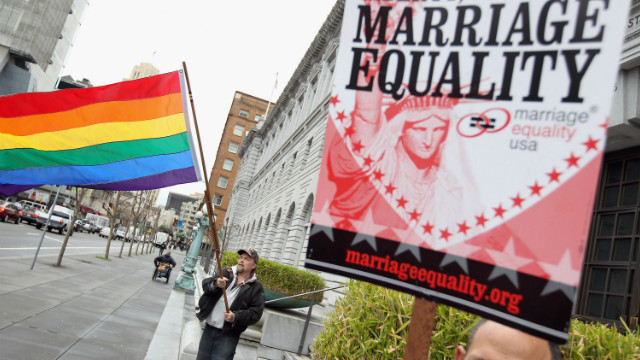Corte declara inconstitucional la prohibición de las bodas gay en California