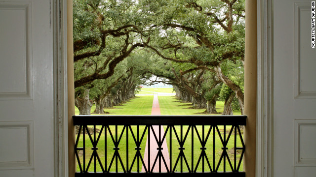 A 300-year-old alley of oak trees stretches out in front of the home. The plantation hosts guided tours, and cottages on the grounds are available for overnight stays.