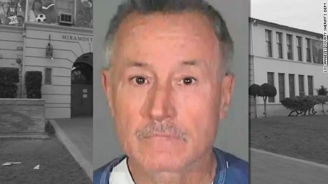 Instruyen de cargos a exmaestro acusado de actos lascivos con niños