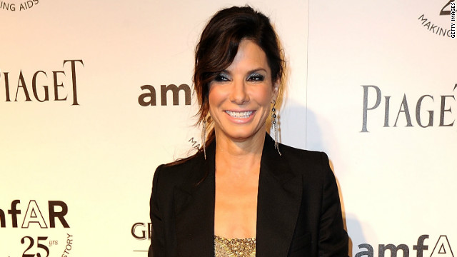 Sandra Bullock clears up rumors about dating life