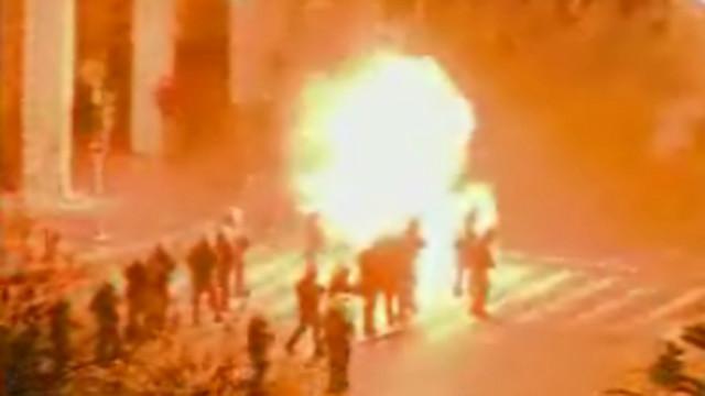 En medio de disturbios civiles, Parlamento de Grecia aprueba medidas de austeridad