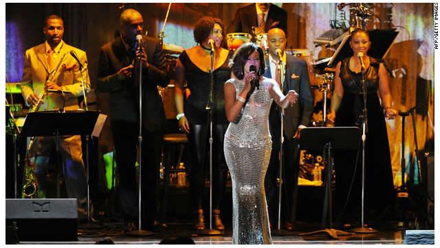 Whitney Houston no se veía «drogada» en una fiesta antes de su muerte