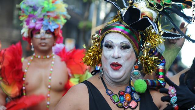 La fiebre del Carnaval se apodera de Brasil con el inicio de los desfiles en las calles