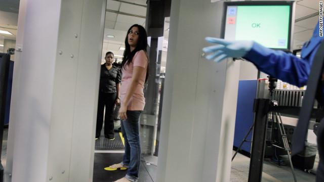 La TSA dice que se enfoca en seguridad y no en cómo luce la gente en los escáneres