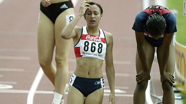 An exhausted Ennis completes the 800m at the IAAF World Youth Championships in Sherbrooke, Canada in 2003. She finished the overall competition in fourth place.