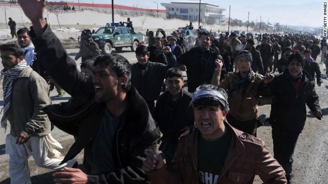 El Talibán llama a matar soldados de la OTAN, tras quema del Corán